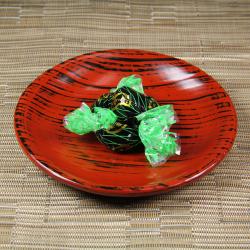 ソフトタイプ昆布あめに 沖縄産の黒糖ジャムが入った 黒糖ジャム入り昆布あめ[イメージ]